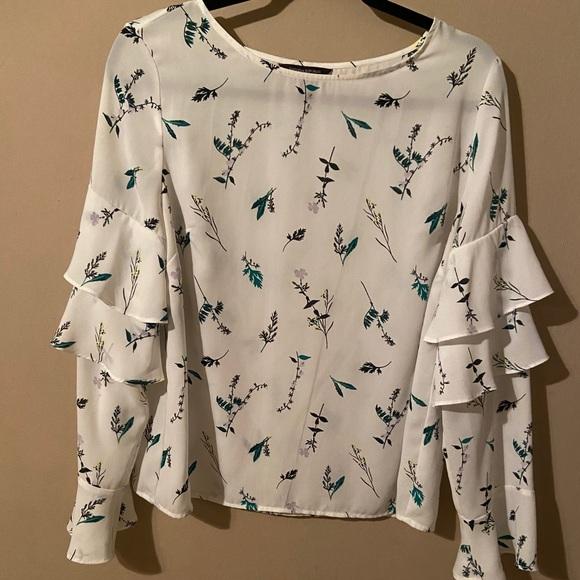 Banana Republic Tops - BANANA REPUBLIC White Floral Print blouse